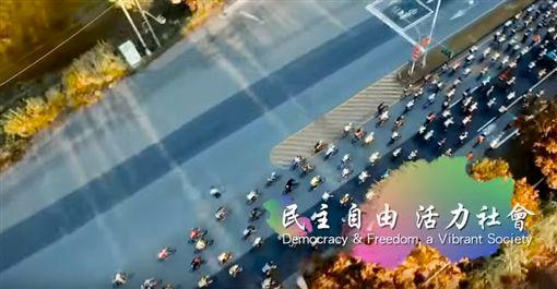 外交部昨(26)日公布民國107年國慶影片,主題為「以人為本、幸福共好」,片長近10分鐘,以四大主題凸顯「以人為本」是政府施政的核心理念與原則,並以「幸福共好」作為期許。(圖/YouTube《中華民國外交部》)