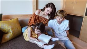 陳佩佩3年前嫁給「4ever」前成員拿鐵(許豪恩)育有兩女兒。(圖/翻攝自陳佩佩臉書)
