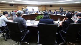 2020年東京奧運公投聽證會中選會14日舉行「是否同意以『台灣』(Taiwan)為名申請參加所有國際運動賽事及2020年東京奧運?」公投提案聽證會,邀請提案人及相關部會出席詢答。中央社記者鄭傑文攝 107年3月14日