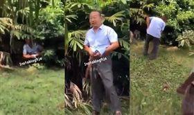 非洲隨地拉屎!陸男遭罰拿鏟收拾 外媒批:中國人無法無天 圖擷取自Instagram