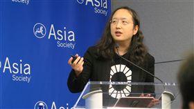 唐鳳紐約演講 以數位治理談台灣價值行政院政委唐鳳21日在紐約演講指出,台灣推動的數位治理與聯合國永續發展目標相輔相成,開放政府讓各方都有發聲管道,以對話找出共識,這就是台灣價值。中央社記者尹俊傑紐約攝  107年9月22日