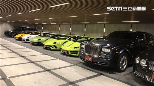 超跑停在豪宅停車場。(圖/記者蔡佩蓉攝影)