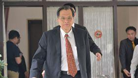 陳明通:與領中國居住證者好好溝通對話中國大陸開放申辦「港澳台居民居住證」,如何因應減少對台灣的影響,大陸委員會主任委員陳明通(前)21日在立法院強調在研議中,在新制度產生、擬定之前,最重要的還是要與社會對話、溝通。中央社記者孫仲達攝 107年9月21日