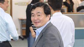 洪耀福出席民進黨中常會民主進步黨29日在中央黨部舉行中常會,民進黨秘書長洪耀福(前)出席與會。中央社記者裴禛攝 107年8月29日