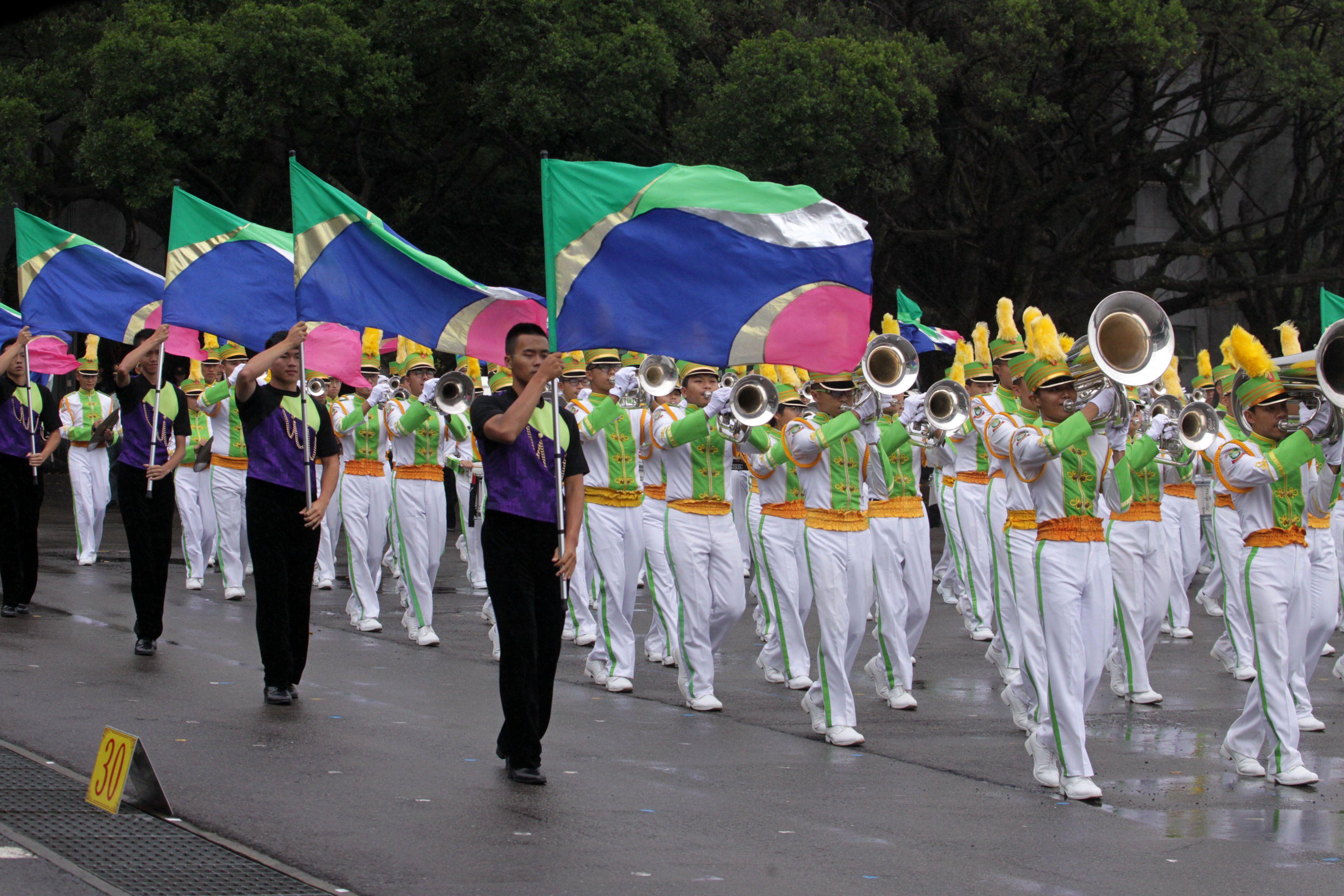 國防部示範樂隊、陸軍專科學校樂旗隊、國防大學合唱團為107年國慶大會預演。(記者邱榮吉/攝影)