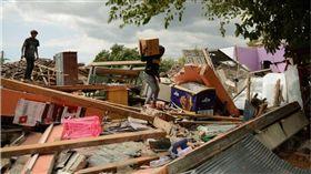 印尼驚傳7.5強震!房屋倒塌至少釀1死10傷 圖/翻攝自推特