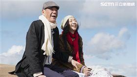 龍劭華(左)與萬芳在《雙城故事》裡齊飆演技。(圖/青睞影視提供)