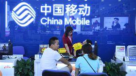 中國手機亂象 尾號9999綁約至2099年中國三大電信營運商被民眾指控涉嫌以特別號碼為由,強迫消費者吞下不合理合約。一名尾號9999的用戶指控中國移動要求每月低消人民幣586元,還要綁約至2099年。(中新社提供)中央社 107年9月29日