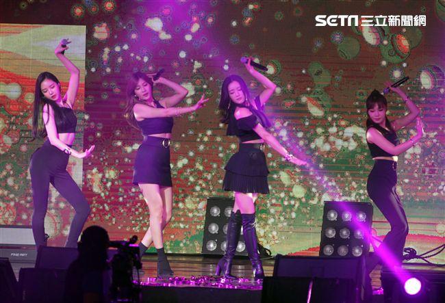 韓國女子團體Apink/Apink亞洲巡迴演唱會,台北最後一站讓歌迷High翻天。(記者邱榮吉/攝影)