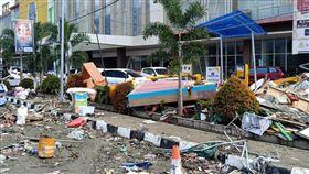 印尼強震引發海嘯 巴路市災情慘(1)印尼蘇拉威西島28日發生強震及海嘯,重創中蘇拉威西省。圖為重災區巴路市(Palu)受災情形。(當地餐飲業者范永勝提供)中央社記者周永捷雅加達傳真 107年9月29日