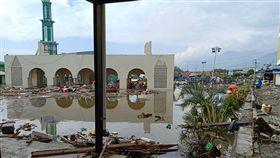 印尼強震引發海嘯 巴路市災情慘(2)印尼中蘇拉威西省昨晚發生強震,引發海嘯,濱海城市巴路市(Palu)受創慘重。(當地餐飲業者范永勝提供)中央社記者周永捷雅加達傳真 107年9月29日