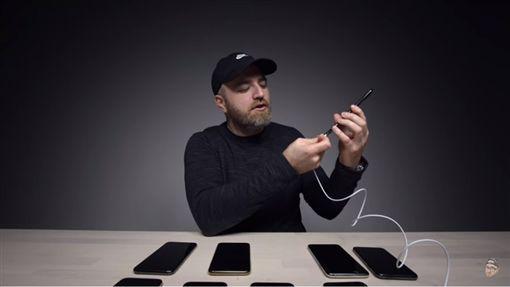蘋果,iPhone,愛瘋,iPhone XS,iPhone XS MAX,充電圖/翻攝自影片