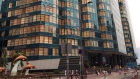 山竹,香港,大樓,木板,時尚,爆廢公社 圖/翻攝自臉書爆廢公社