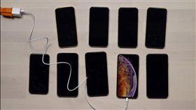 蘋果,iPhone,愛瘋,iPhone XS,iPhone XS MAX,充電 圖/翻攝自影片