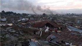 強震引致命海嘯…印尼官方下令「集體掩埋屍體」 圖/翻攝自推特