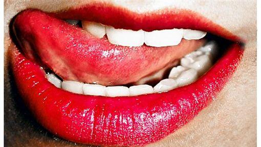 16:9嘴 嘴巴 嘴唇 紅唇 舌頭 咬咬 口交 性感圖/攝影者Ninha Morandini, Flickr CC Licensehttps://flic.kr/p/4CEkht
