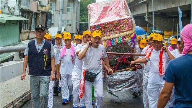 新竹人齊聚城隍廟 友宮贊境不畏風雨