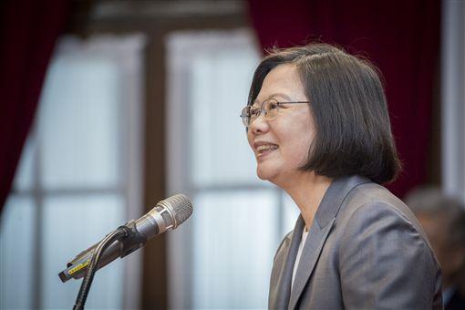 蔡英文總統1日接見「在台灣服務奉獻之天主教資深外籍神職人員」。(圖/總統府提供)