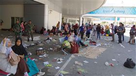 印尼地震海嘯影響 交通受阻救援不易印尼蘇拉威西島地震海嘯災情嚴重,外界救援不易。圖為受震災影響的巴路(Palu)機場。中央社記者周永捷雅加達傳真 107年10月1日