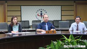 中選會副主委陳朝建召開者會宣布反公汙公投案審議結果。(圖/記者盧素梅攝)
