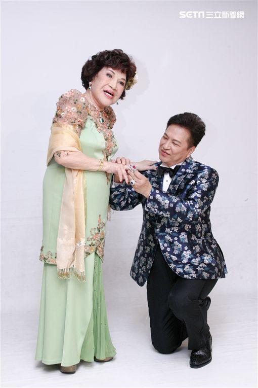 周遊挽夫李朝永拍婚紗  直說兩人是「17歲和18歲」在拍照[20181002台北訊]