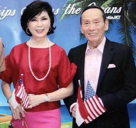 白嘉莉與她的夫婿黃雙安。(圖/翻攝自臉書)