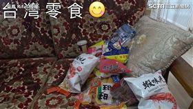 吳鳳帶了台灣傳統零食回土耳其讓家人嚐試