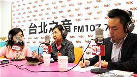 徐佳青、洪孟楷接受訪問蔻蔻早餐談選情,來源翻攝臉書。