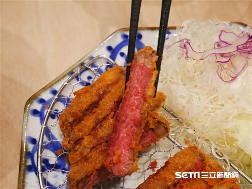 炸牛排,京都勝牛。(圖/記者馮珮汶攝)