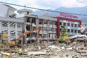 印尼地震重災區 美居飯店重創
