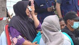 海嘯重創印尼巴路 災民慟失親人印尼中蘇拉威西省巴路市遭地震海嘯重創,收容所外的婦人因失去家人痛哭失聲。中央社記者周永捷巴路攝  107年10月5日