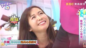 《2分之一強》日本來賓小百合示範撩漢技巧。(翻攝YouTube)