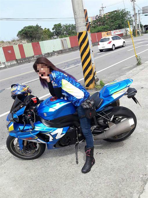 張女平時熱愛騎重機。(圖/翻攝張女臉書)