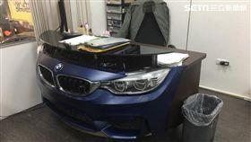 太有創意了!一名從事汽車維修工的網友表示,他因買不起BMW M4轎車,自己動手做出一輛M4車頭的辦公桌。(圖/網友李大圈授權提供)