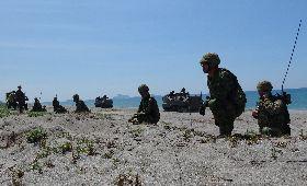 日本自衛隊員 菲國沙灘待命