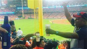 春天哥開轟!球迷賭啤酒 1萬5飛了 MLB,季後賽,休士頓太空人,George Springer,啤酒 翻攝自推特