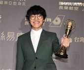 盧廣仲獲得新進演員及男主角獎兩個獎項,這也是金鐘獎有史以來首度有人連拿新進演員及男主角獎兩個獎項。(記者邱榮吉/攝影)
