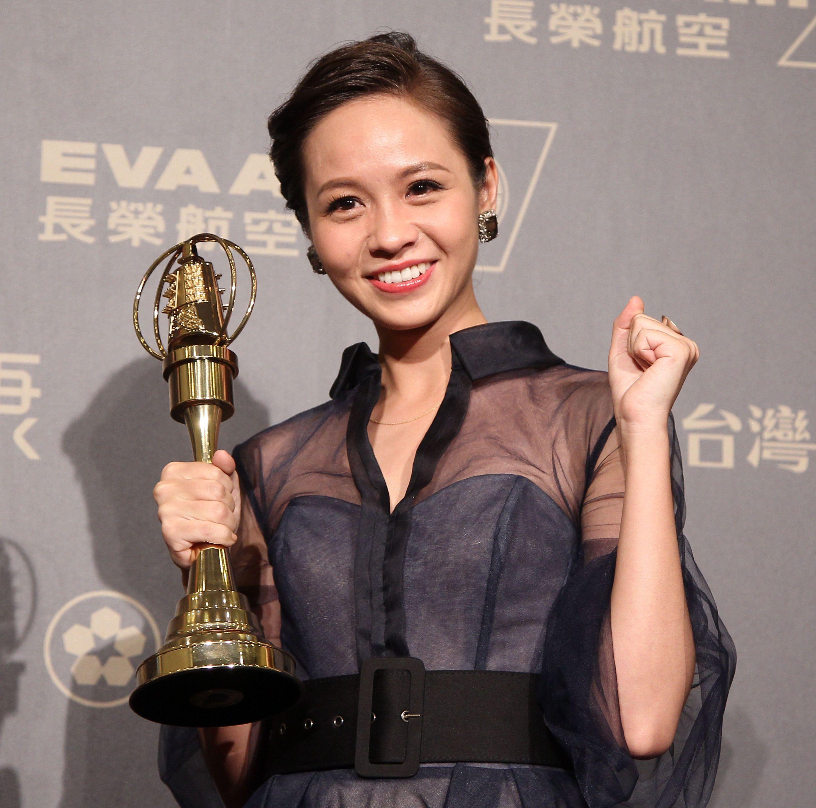 金鐘53黃姵嘉擠下眾戲精,榮獲戲劇最佳女主角。(記者邱榮吉/攝影)