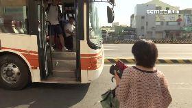 公車拖老人1800
