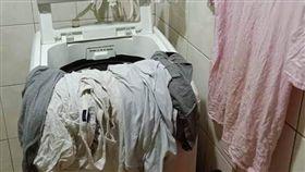 丈夫這樣晾衣服 讓老婆超傻眼「阿嬤的趴菜乾喔!」 圖/翻攝自臉書