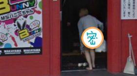 網友暴動!日本妹沒穿褲一彎腰…渾圓美尻全被街景車拍下(圖/翻攝自推特)街景,日本,走光
