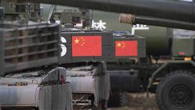 中俄東方2018聯合軍演俄羅斯11日起至15日在俄羅斯中部和東部地區舉行「東方-2018」軍演。中共解放軍不但派出約3200人,還調動多輛坦克車與火砲參加。(中新社提供)中央社  107年9月11日