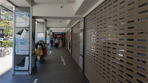 東區租金高競爭激烈 不少店面仍待租中東區店面租金過高,讓很多業者望之卻步,不少店面仍在待租當中。中央社記者朱則瑋攝 107年7月21日