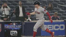 ▲Brock Holt成為美國職棒史上第一位在季後賽擊出完全打擊的球員。(圖/美聯社/達志影像)