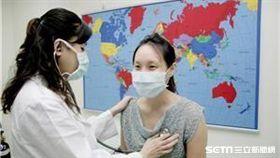 疾管署呼籲,民眾如計劃前往瘧疾流行地區,請至少於出國前一個月,先至國內旅遊醫學門診諮詢,並於當地做好防蚊措施。(示意圖非新聞當事人/疾管署提供)