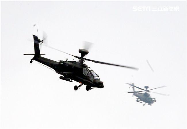陸軍第三作戰區「地空聯合作戰」實兵操演,AH-64E阿帕契攻擊直升機實施火力掩護。(記者邱榮吉/龍潭