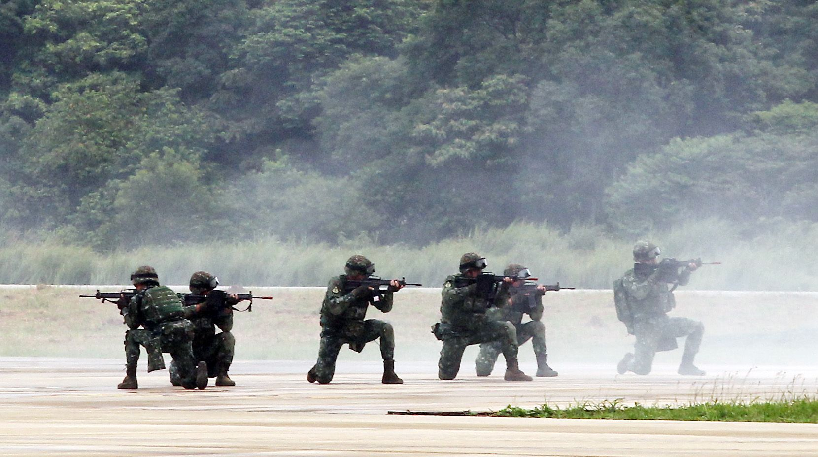 陸軍第三作戰區「地空聯合作戰」實兵操演,裝甲584旅機步戰鬥隊結合特戰兵力,在攻擊直升機掩護下對敵軍