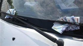 雨刷,千元大鈔,詭異,刮傷,保險桿,/翻攝自爆怨公社