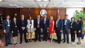 巴拉圭移民局長(前排左5)遭女翻譯指控性騷擾(圖/移民署提供)