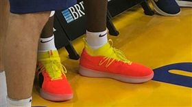 不再遮了!太陽狀元終有PUMA鞋穿 NBA,狀元,Deandre Ayton,PUMA 翻攝自推特、Deandre Ayton IG